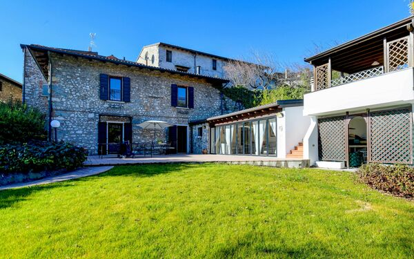 Gardagate - Rustico Liano, Country House for rent in Roè, Lombardy