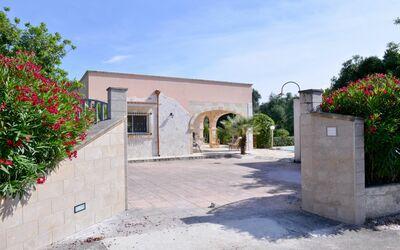 Villa Lidia Con Piscina: Cancello d'ingresso