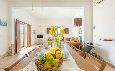 Villa Lidia Con Piscina: Ingresso / soggiorno / sala da pranzo