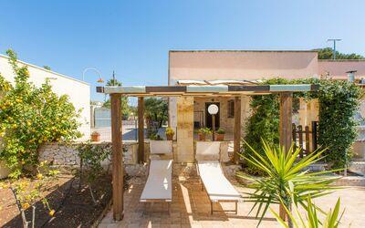 Villa Lidia Con Piscina: Zona solarium in piscina