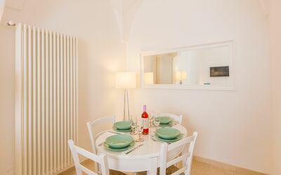 Casa Adelia Vista Mare: dining table