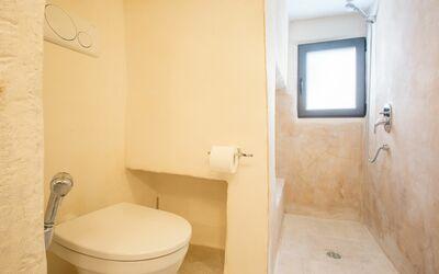 Zia Saby: bathroom