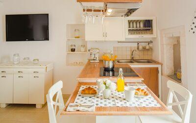 Casa Volpe: kitchen