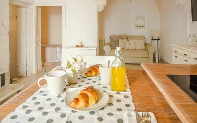 Casa Volpe: dining room
