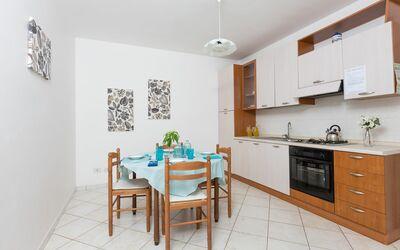 Villa Laurenzia: kitchen