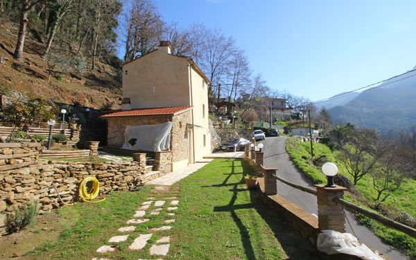 Vista Apuane, Holiday Home for rent in Seravezza, Tuscany