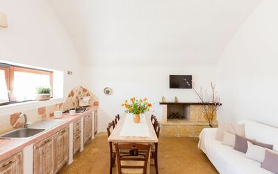 Trullo Dell'angelo: Kitchen-dining room