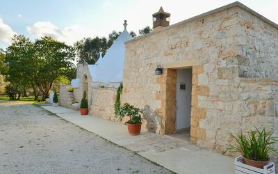 Trullo Delle Ginestre: view from outside