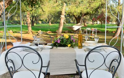 Trullo Delle Ginestre: table for meal outside