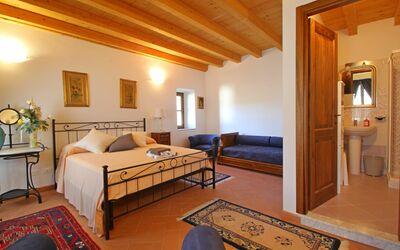 Susanna: double bed