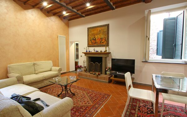 : flat in the center of Lucca