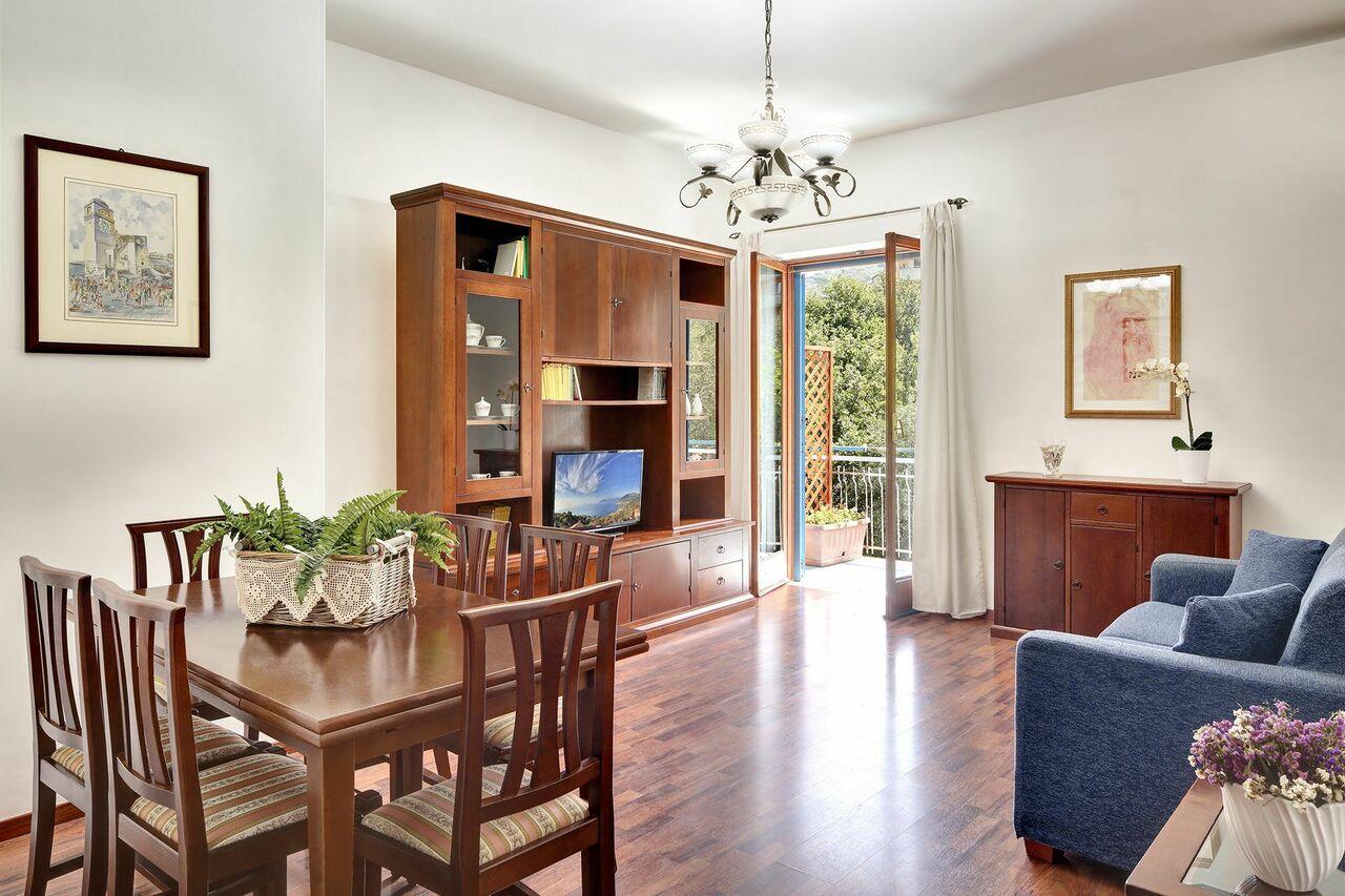 Light & Delight Apartment