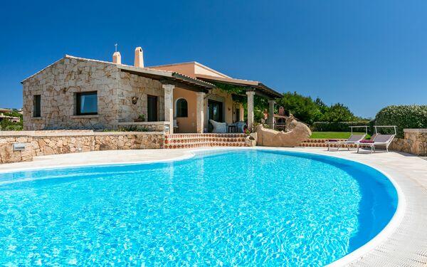Villa Villa Sarda Con Piscina in affitto a Monte Petrosu