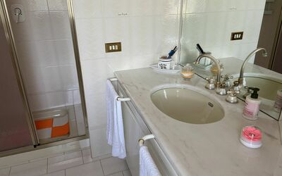 Villa Arianna - Tuscany Views: Ensuite Bathroom