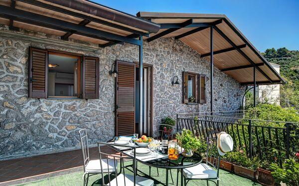 La Baia Dello Chalet, Guest House for rent in Massa Lubrense, Campania