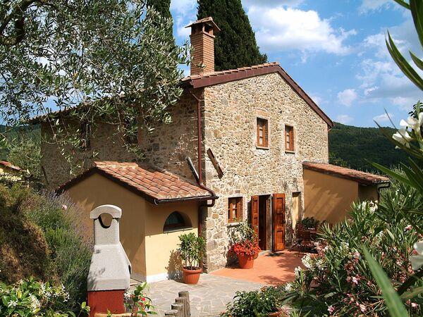 I Cipressi Di Santovecchio, Country House for rent in Pietrabuona, Tuscany