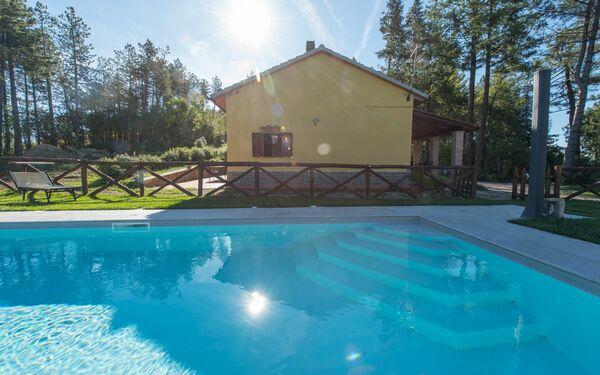 Villetta Dei Papaveri, Villa for rent in Tornia, Tuscany
