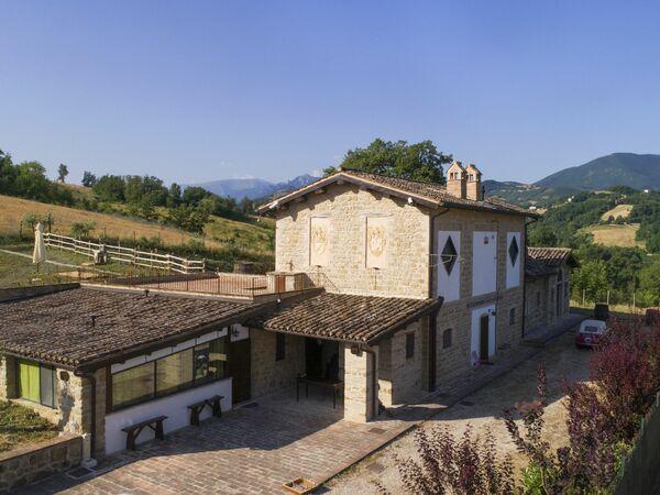 La Dimora Dei Ricordi, Villa for rent in Camporotondo Di Fiastrone, The Marches