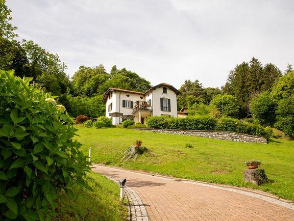 Chalet Balcone Sul Lago, Villa for rent in Bellagio, Lombardy