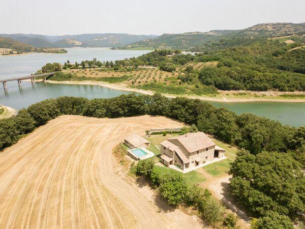 Sul Lago Di Corbara, Villa for rent in Baschi, Umbria
