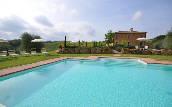 Villa Gaeta, Villa for rent in Montefollonico, Tuscany